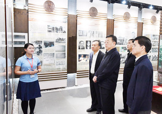 Governor Tang Dengjie visits XMU for investigation