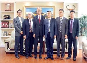 President Zhang Rong meets with guests from the Poznan University of Economics and Business