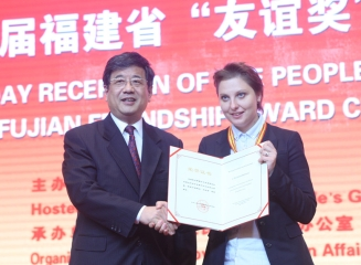 "Fujian Province decorates two foreign teachers of Xiamen University for ""Friendship"""